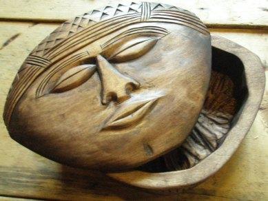 'Kabu' carved box