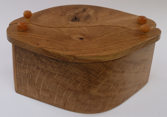 oak box with leaf lids